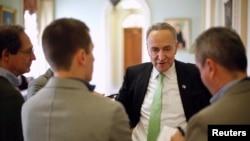 Senator AS Chuck Schumer, dari partai Demokrat, New York, berbicara pada wartawan di Capitol di Washington, 13 Desember 2014.