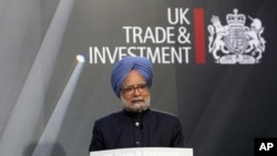 India's Prime Minister Manmohan Singh delivers a speech during a session of an India-UK investment summit at Lancaster House in London (file photo)