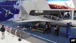 韩国航空宇宙产业股份有限公司(KAI)展出的FA-50战机。(2013年1月28日)