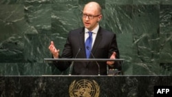 El primer ministro de Ucrania, Arseniy Yatsenyuk, se dirige a Putin durante la Asamblea General de la ONU en Nueva York.