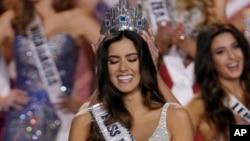 哥伦比亚小姐波丽娜•维加荣获环球小姐称号