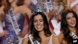 Hoa Hậu Colombia Paulina Vega đăng quang Hoa Hậu Hoàn Vũ tại Miami, Hoa Kỳ, ngày 25/1/2015.