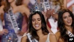 La colombiana Paulina Vega fue coronada Miss Colombia cumpliendo uno de sus sueños y el de su pueblo.