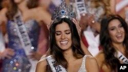 哥倫比亞佳麗波麗娜維加 星期日晚在邁阿密獲選環球小姐