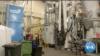 Pabrik Daur Ulang Plastik milik Recycling Technologies di Inggris (Foto: VOA/Videograb)