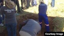 FILE: Amanye amangcwaba agejwa eCross Dete eMatabeleland North kungakahlolisiswa udaba lweGukurahundi.