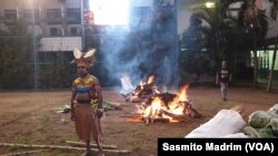 Prosesi bakar batu di Festival Seni Budaya di Kolese Kanisius, Kamis (21/11/2019)