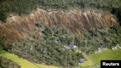 Rumah-rumah yang rusak akibat tanah longsor dan gempa bumi, di kota Atsuma, pulau Hokkaido, Jepang utara di Jepang, 6 September 2018. (Foto: dok).