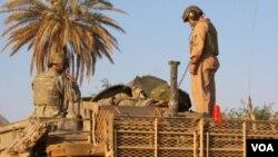 Misi NATO di Afghanistan atau ISAF hari Minggu mengatakan dua lelaki dan tiga perempuan tewas dalam sebuah penyerbuan malam di distrik Gardez, propinsi Paktiya.