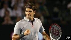 Petenis Swiss Roger Federer menang mudah 6-4, 6-3 atas Richard Gasquet dalam pertandingan di London, Kamis 7/11 (foto: dok).