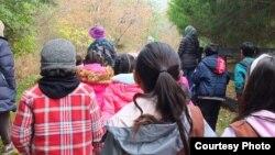 Green Muslims mengadakan kegiatan untuk mendidik remaja mencintai lingkungan melalui kegiatan hiking (foto: courtesy).