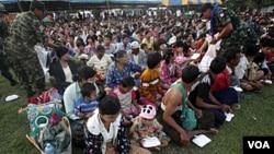 Para pengungsi perempuan etnis Kachin di Birma. Militer Birma dituduh menggunakan pemerkosaan sebagai senjata perang melawan pemberontak Kachin.