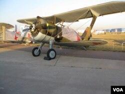 莫斯科航展上的苏联 I-15战机。
