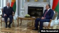 Belorus prezidenti Aleksand Lukaşenko və Azərbaycan xarici işlər naziri Elmar Məmmədyarov