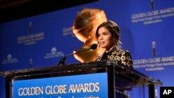 La actriz América Ferrera anuncia las nominaciones para los premios Globos de Oro (entrega #73) en el hotel Beverly Hilton de Beverly Hills, California, 10/12/15.