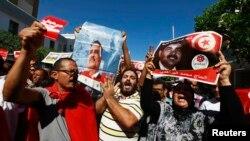 Para demonstran melakukan aksi unjuk rasa menentang pemerintah di Tunisia (foto: dok).