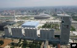 北京奥林匹克公园附近的龙形的盘古大观楼群