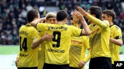 Juara bertahan Bundesliga, klub Borussia Dortmund, sementara memimpin Bundesliga dengan menyisakan 5 pertandingan lagi.