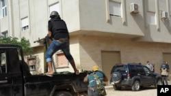 """Les flux des armes """"ravivent le conflit"""" en Libye et """"renforcent la souffrance du peuple libyen"""", déploré ses voisins."""