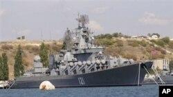 俄羅斯黑海艦隊重型驅逐艦莫斯科號2008年停泊在塞瓦斯托波爾港灣基地。