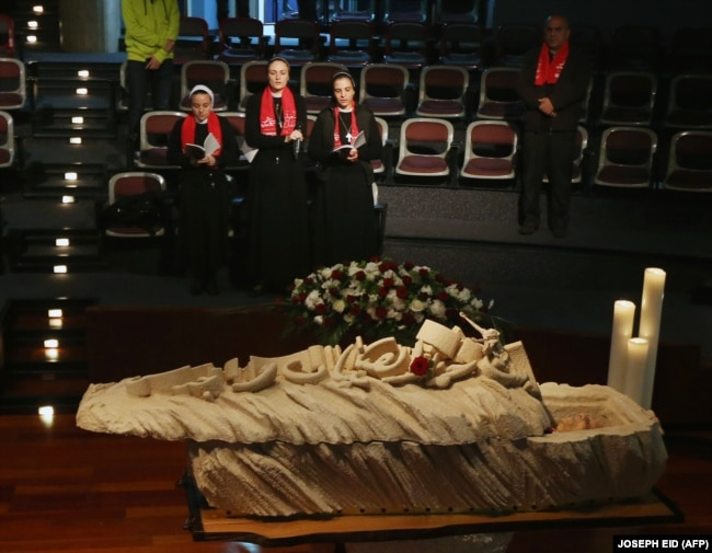 Maßgefertigter Sarg aus Zedernholz des libanesischen Dichters Said Akl, der 2014 verstarb