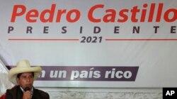 El socialista Pedro Castillo es el ganador aparente de las elecciones presidenciales de Perú, pero las autoridades electorales no han declarado aún a un triunfador.