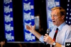 2020 민주당 대선 경선 후보 중 한 명인 억만장자 톰 스타이어 씨가 지난 28일 아이오와주 앙키니 유세에서 연설했다.
