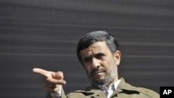 احمدي نژاد د سکینې محمدي په هکله اعتراضونه غندلي