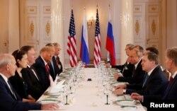 Predsednik Donald Tramp učestvuje u proširenom bilateralnom sastanku sa ruskim predsednikom Vladimirom Putinom u Helsinkiju (Foto: Reuters)