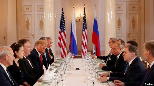 Президент США Дональд Трамп и российский президент Владимир Путин проводят долгожданный саммит в Хельсинки