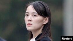 រូបឯកសារ៖ អ្នកស្រី Kim Yo Jong ប្អូនស្រីរបស់មេដឹកនាំកូរ៉េខាងជើងលោក Kim Jong Un ចូលរួមក្នុងពិធីដាក់កម្រងផ្កាមួយនៅកន្លែងដាក់សពលោកហូជីមិញនៅក្រុងហាណូយ ប្រទេសវៀតណាម កាលពីថ្ងៃទី០២ ខែមីនា ឆ្នាំ២០១៩។