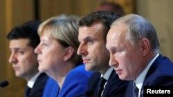 Володимир Зеленський, Анґела Меркель, Еммануель Макрон та Володимир Путін на зустрічі у Парижі 9 грудня 2019 р.