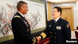 美軍太平洋陸軍司令布魯克斯上將(左)今年1月15日在訪問北京與中國人民解放軍劉建國會面。