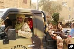 Combattants rebelles en patrouille à Tombouctou