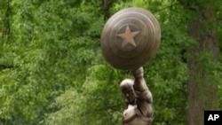 مجسمه کاپیتان امریکا در نیویورک