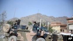 امرېکا به د ٢٠١۴ م کال نه وروسته هم په افغانستان کی ١٢٠٠٠ عسکر ددې لپاره وساتي چې د افغانستان له امنېتی ځواکونو سره مرسته وکړي او وېې روزي.