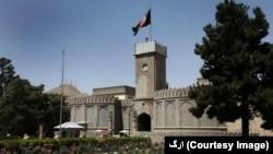 ارگ ریاست جمهوری بر فرمانی که در مورد ممنوعیت فعالیت سیاسی کارمندان عدلی و قضایی و امنیتی و دفاعی صادر شده بود تاکید میکند.
