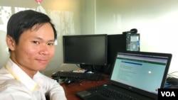 Treng Piseth, senior content manager of Leng Pleng website, Phnom Penh, Cambodia, December 12, 2017. (Khan Sokummono/ VOA Khmer)