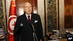 ທ່ານ Fouad Mebazaa ສາບານເຂົ້າຮັບຕໍາແໜ່ງ ປະທານາທິບໍດີໃໝ່ຂອງ ຕູນີເຊຍ ວັນທີ 15 ມັງກອນ 2011.