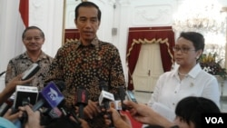 Presiden Indonesia Joko Widodo dan Menlu Retno Marsudi menyesalkan insiden pemboman di depan KBRI Sana'a Yaman (foto: dok. VOA/Iris Gera)