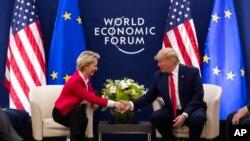 Tổng thống Donald Trump họp với Chủ tịch Ủy ban châu Âu Ursula von Der Leyen tại Diễn đàn Kinh tế Thế giới, ngày 21/1/2020 ở Davos, Thụy Sĩ.
