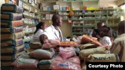 Farmers purchasing seed from an agro-dealer outlet. (Photo credit: Market Matters Inc.)