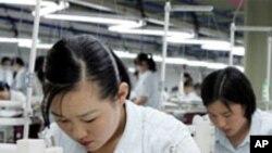 개성공단에서 일하는 북한 여성들 (자료사진)