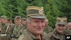 Профил на Ратко Младиќ: црн потсетник на Сребреница