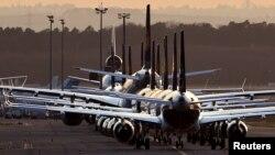Pesawat-pesawat diparkir di bandara Frankfurt di tengah pandemi Covid-19 di Jerman (foto: dok).