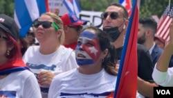 Una cubana protesta frente a la Casa Blanca el lunes 26 de julio. [Foto: VOA/Jorge Agobian]