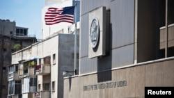 نمایی از ساختمان سفارت ایالات متحده در شهر تل آویو، اسرائیل
