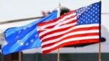 Arhiva - Zastave Sjedinjenih Država i Evropske unije.