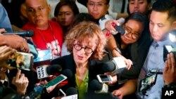 Agnes Callamard, báo cáo viên đặc biệt của Liên Hiệp Quốc về những vụ giết người ngoài vòng pháp luật, trả lời báo giới sau một bài diễn văn tại Đại học Philippines, ngày 5 tháng 5, 2017 ở ngoại thành Thành phố Quezon, đông bắc Manila, Philippines.