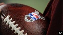 Agentes de la DEA inspeccionaron el domingo las bolsas del personal médico de varios equipos de la NFL.